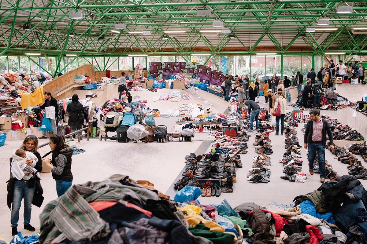 Skatehalle-Flüchtlinge kommen an_DO_DS