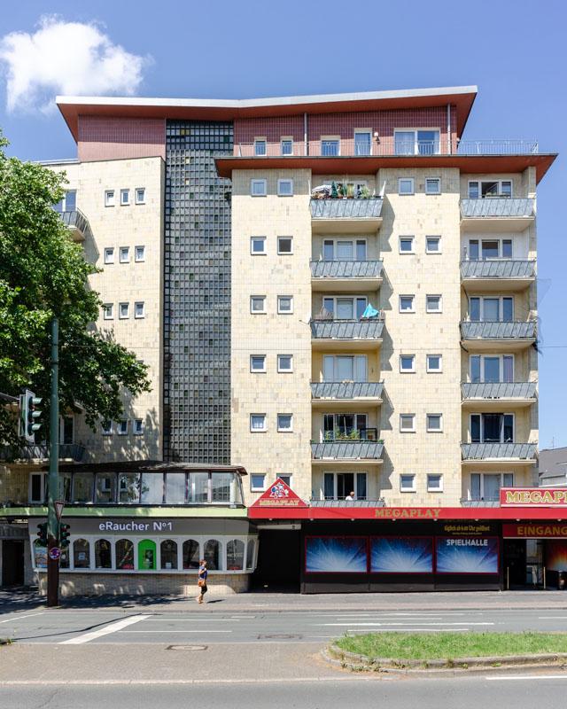 Wohn- und Geschaeftshaus mit Pavilion, Bochum